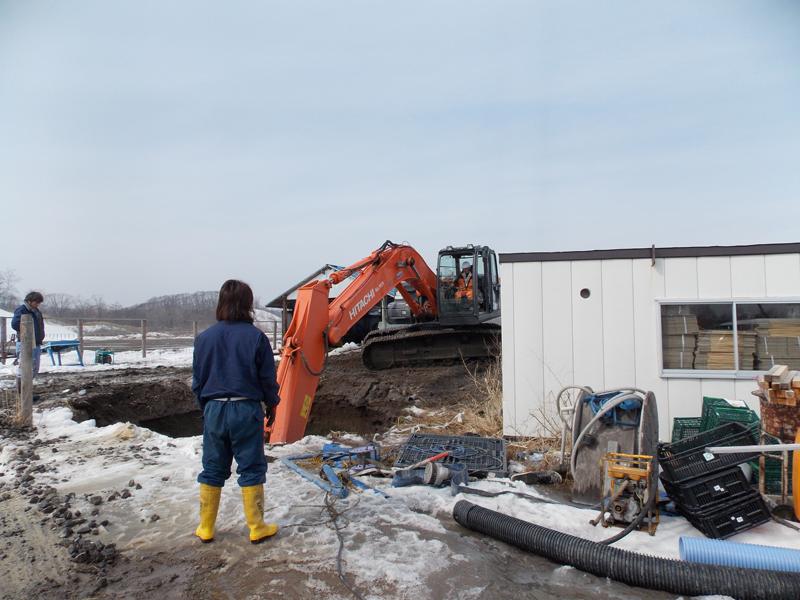 井戸掘り。